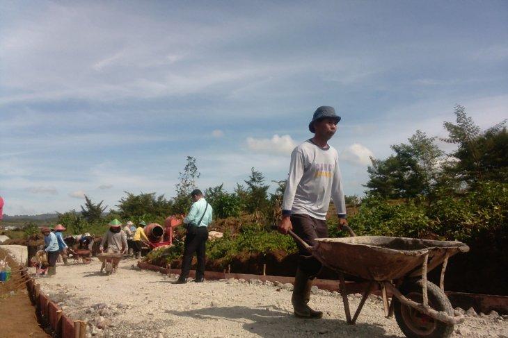 BUMN Hadir - PTPN Holding bangun jalan pemakaman di Kerinci