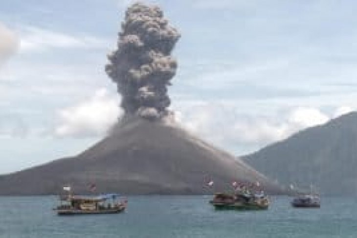 Mt Anak Krakatau  in constant tremors: observatory post