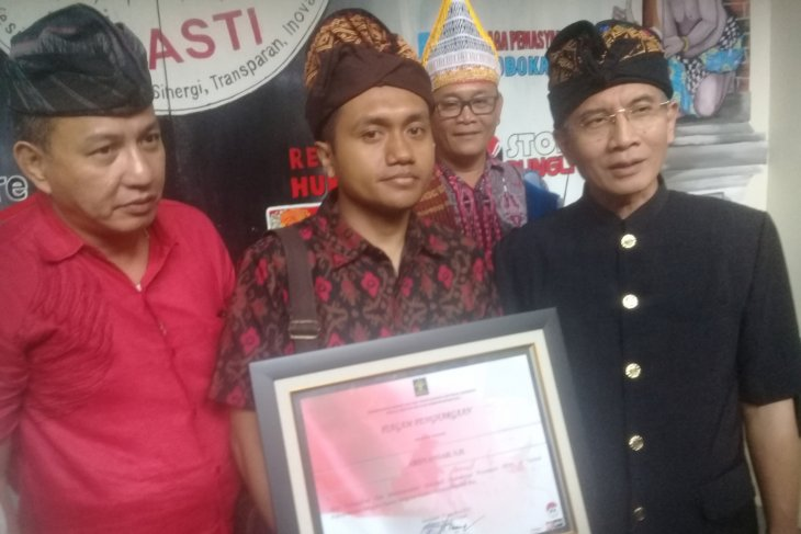 Petugas Imigrasi Bali yang dianiaya turis terima penghargaan
