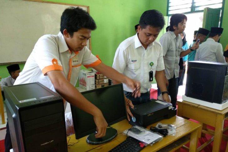 BUMN Hadir - PTPN Holding sebar puluhan komputer di Tebo-Bungo