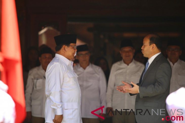 Prabowo Subianto receives courtesy call from Chinese ambassador