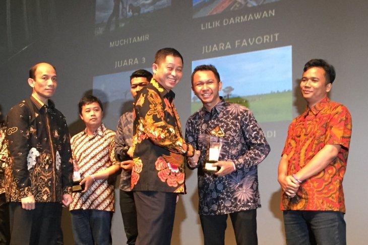 Afut Syafril jurnalis LKBN Antara juara I lomba artikel bidang energi