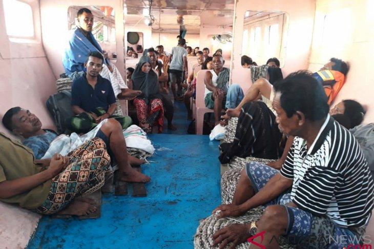 Rescue team finds five more victims of ill-fated vessel