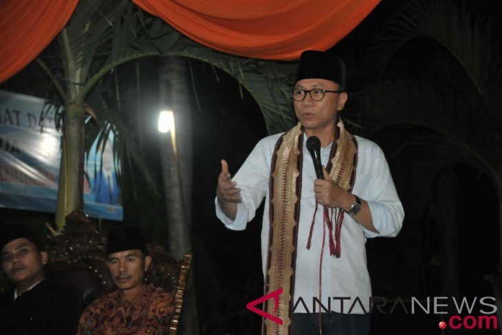 MPR chairman urges community to not panic over falling rupiah