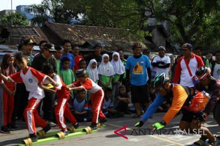 Ratusan siswa Banjarmasin meriahkan permainan tradisional