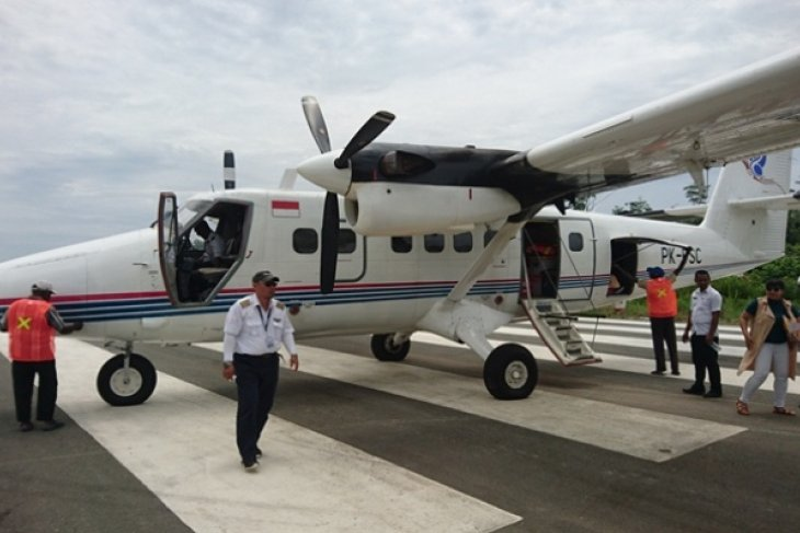 Twin Otter aircraft transporting Bulog's rice untraceable in Papua