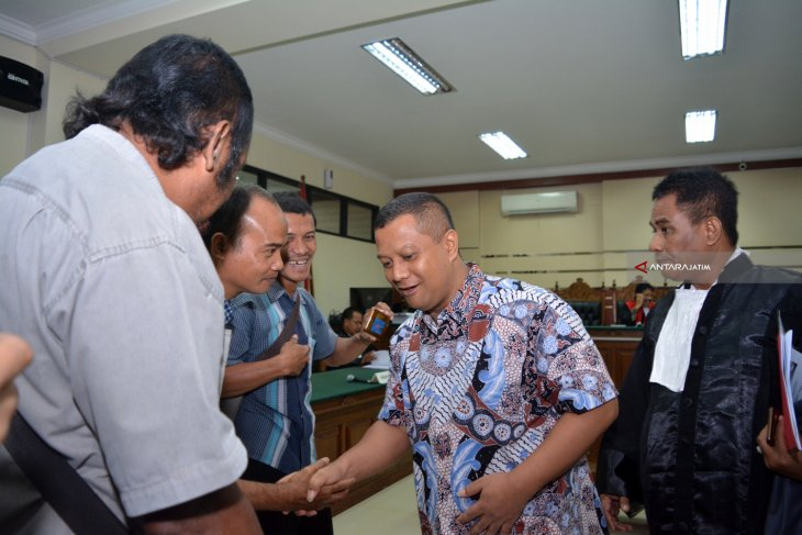 Sidang Perdana Bupati Nonaktif Mojokerto