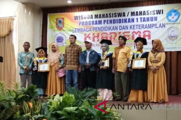 UNU Kalsel berikan beasiswa tujuh lulusan terbaik LKP Kharisma