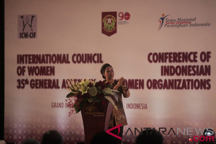 Minister proud of one thousand women organizations in Indonesia