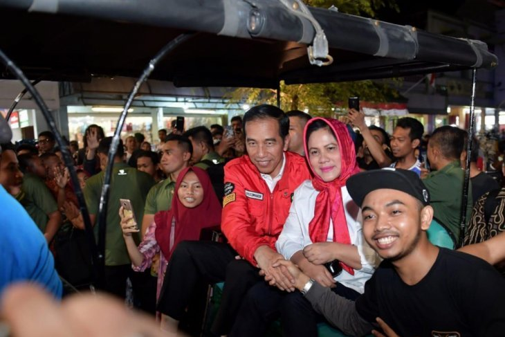 Netizen ramai bahas Freeport, Jokowi santai di Malioboro