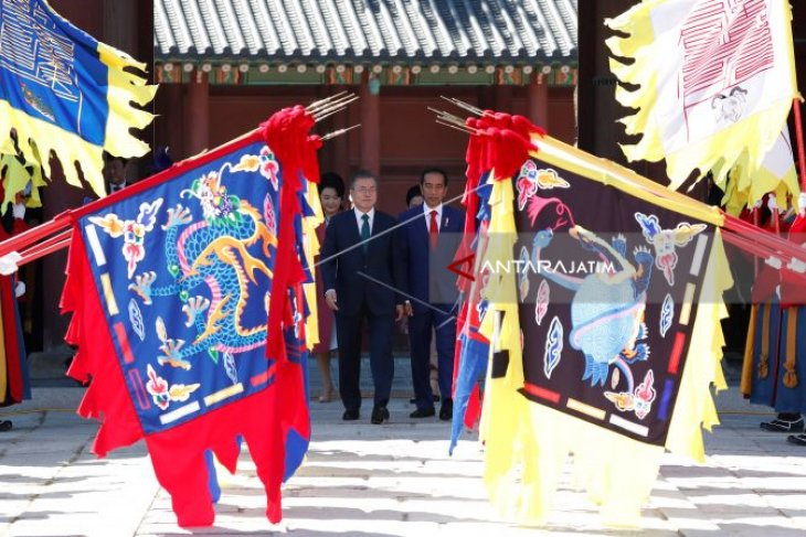 President Jokowi Arrives in Seoul