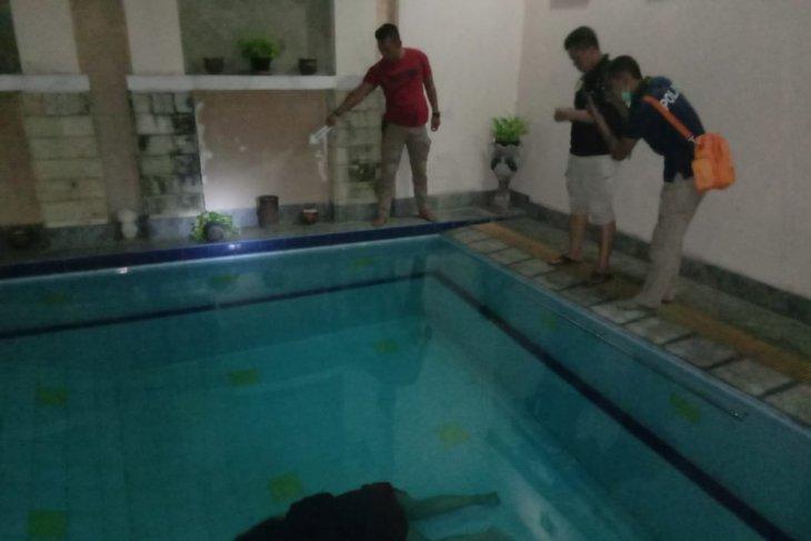 Polisi ungkap mayat dalam kolam rumah mewah