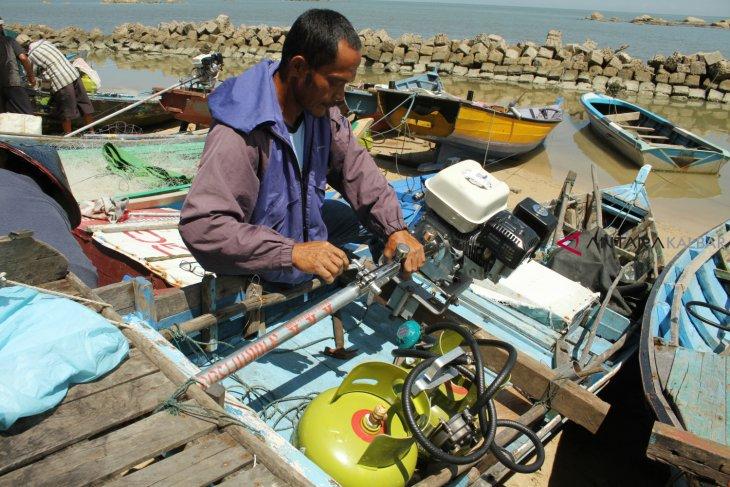 Nelayan Singkawang Terima Paket Konverter Kit