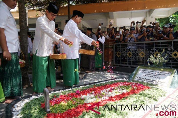 Prabowo-Sandiaga ziarah ke makam pendiri NU Hasyim Asy'ari