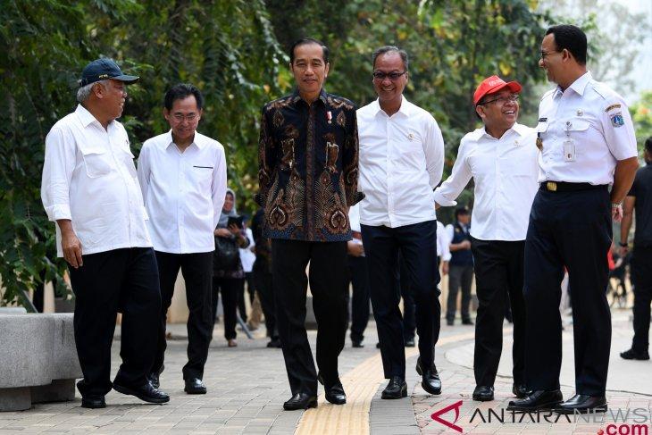 Jokowi observes public facilities at GBK sports complex