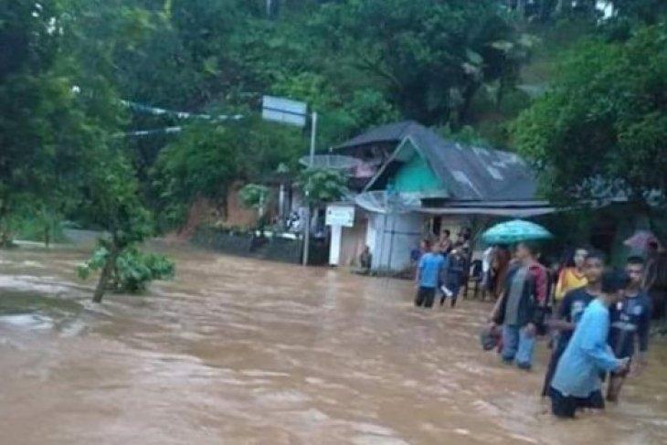 N Sumatra flood death toll rises to 17