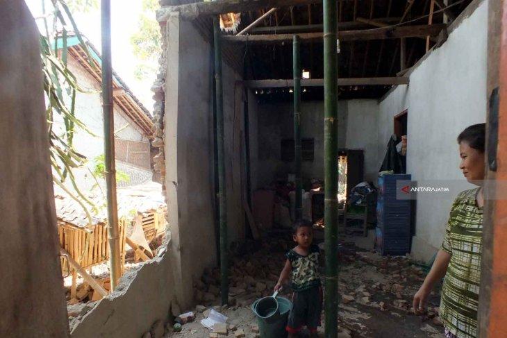 Sejumlah Rumah Warga Jember Rusak akibat Gempa (Video)
