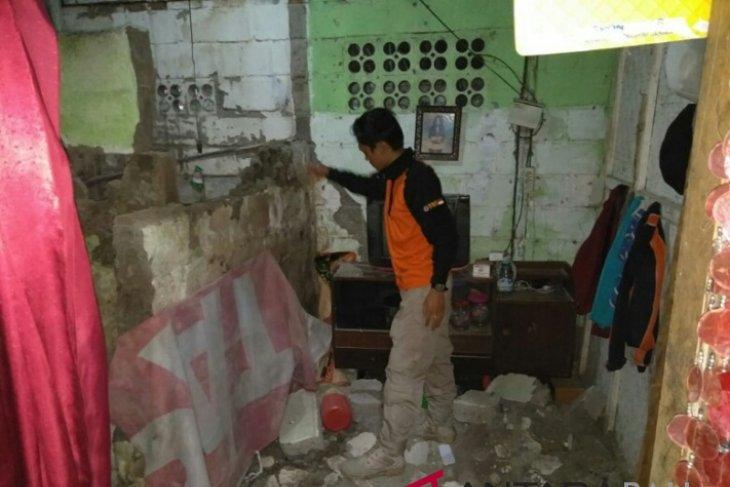 Sejumlah bangunan rusak akibat gempa di Bali