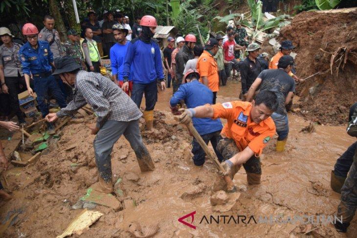 Masyarakat Purwakarta dengar suara gemuruh saat longsor