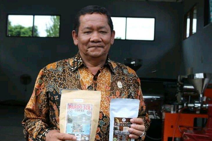 Pemkab Samosir kembangkan usaha kopi petani