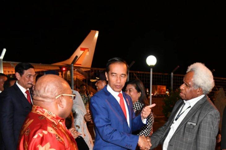 President Jokowi inspects Trans-Papua road development project