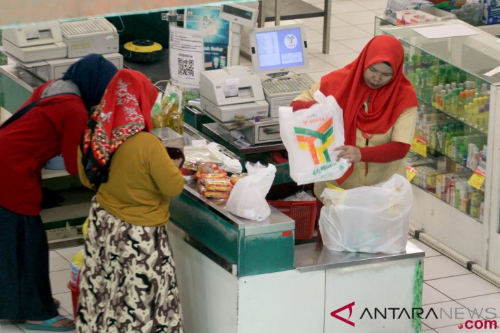 News focus - Plastic industries call for review of plastic bag ban  By Andi Abdussalam