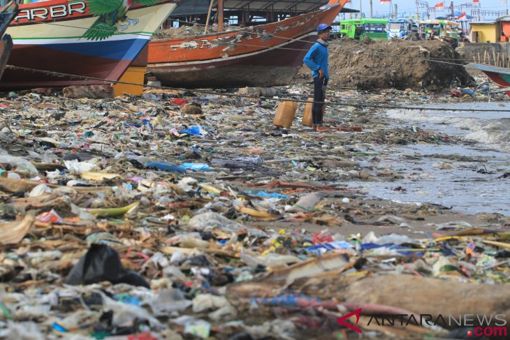 Relevant ministries should conduct synergy to deal with plastic waste: NGO