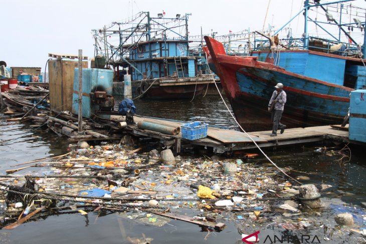 Plastic waste entering Jakarta bay is mostly Styrofoam