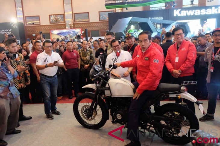 President Jokowi encourages export of automotive products
