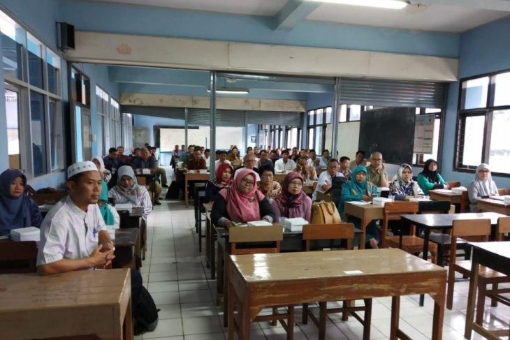 Pemkot Bogor salurkan bantuan siswa miskin