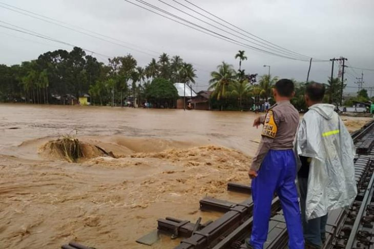 Landslides hit Agam and West Pasaman districts, West Sumatra