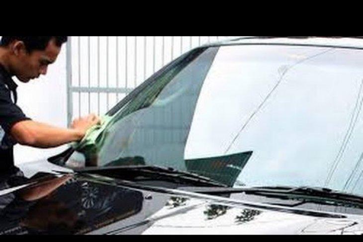 Cara merawat kaca mobil agar tak cepat kusam