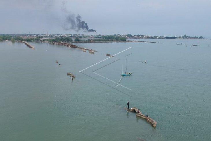 Abrasi pantai Mangunharjo