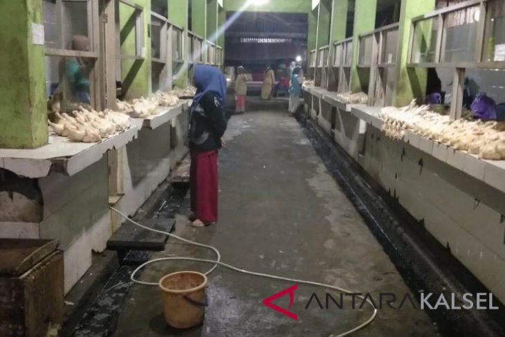 Setiap subuh Pemkab HST lakukan penertiban pedagang di Pasar Keramat