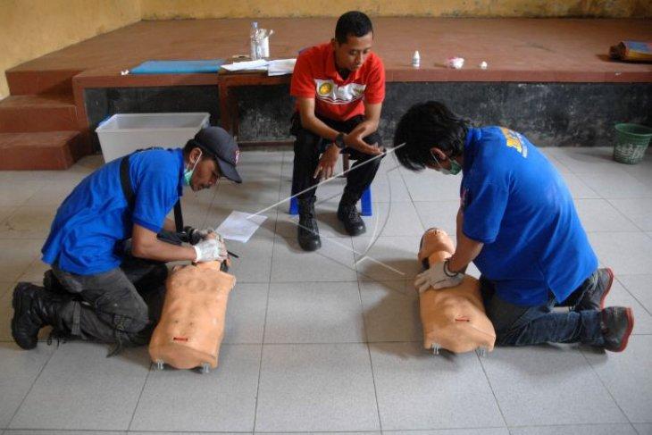 Pelatihan pertolongan untuk korban cedera