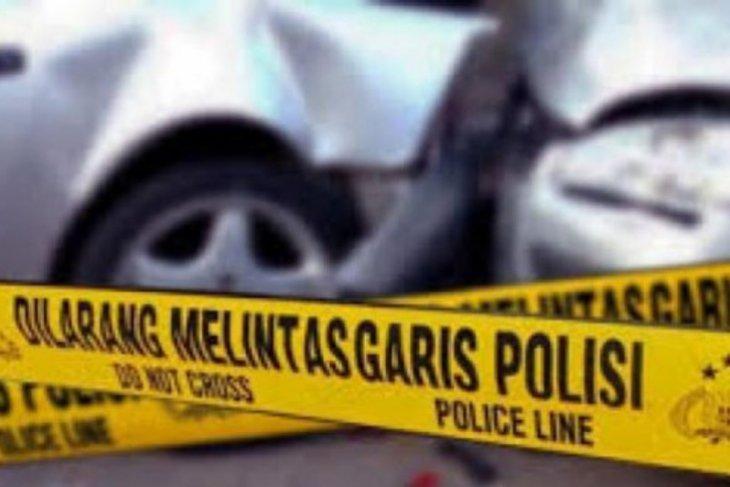 Mobil L-300 hantam pantat truk sawit sehingga tewaskan karnet