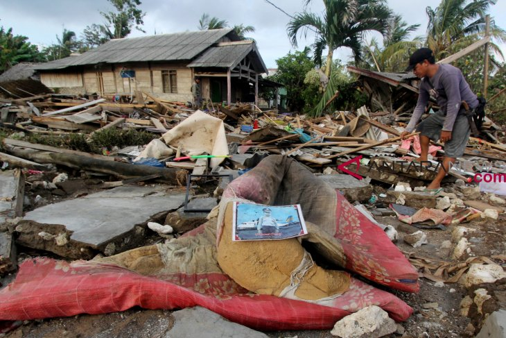 Emergency response in tsunami-hit South Lampung extended until Jan 5