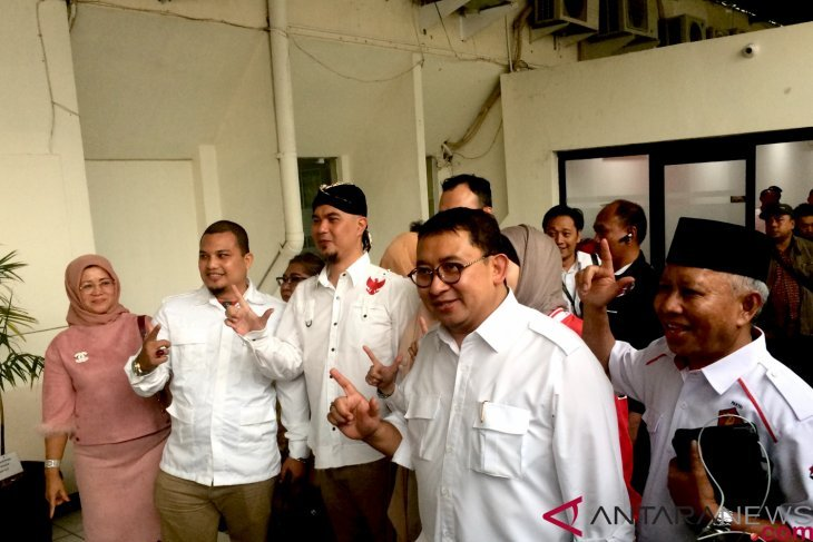 Fadli Zon dampingi Ahmad Dhani bacakan pledoi