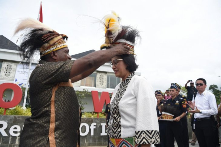 Minister Indrawati visits Indonesia-PNG border market