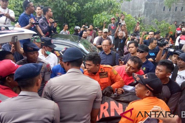 SAR Denpasar evakuasi korban longsor di Batubulan (video)