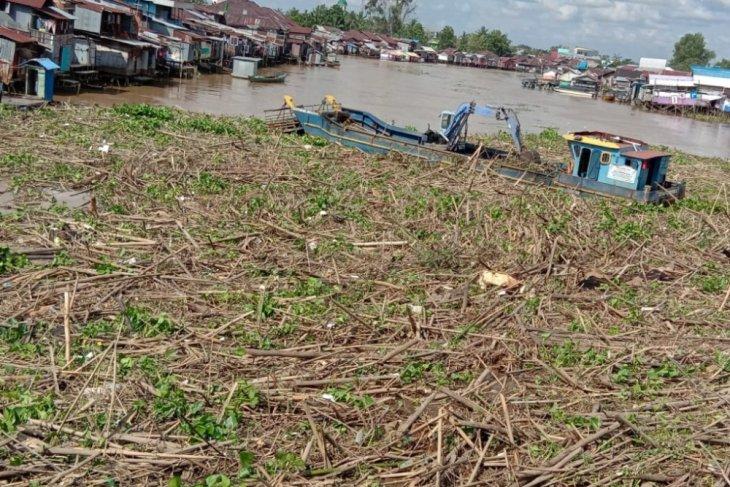 Sampah Sungai Martapura seperti