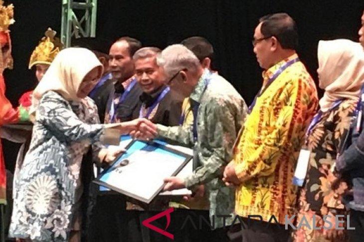 Pemkab HST Raih Penghargaan Predikat Kepatuhan Tinggi dari Ombudsman