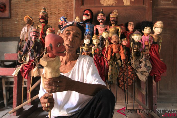 President Jokowi signs decree on national Wayang puppet day