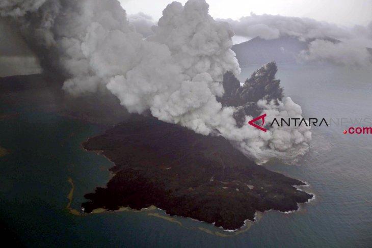 Anak Krakatau avalanche caused Sunda strait tsunami