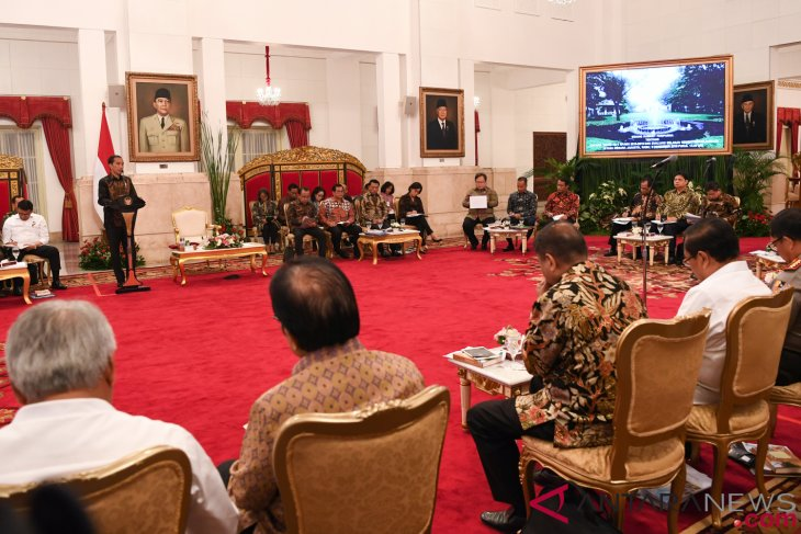 Large-scale HR development programs should be applied next year: Jokowi