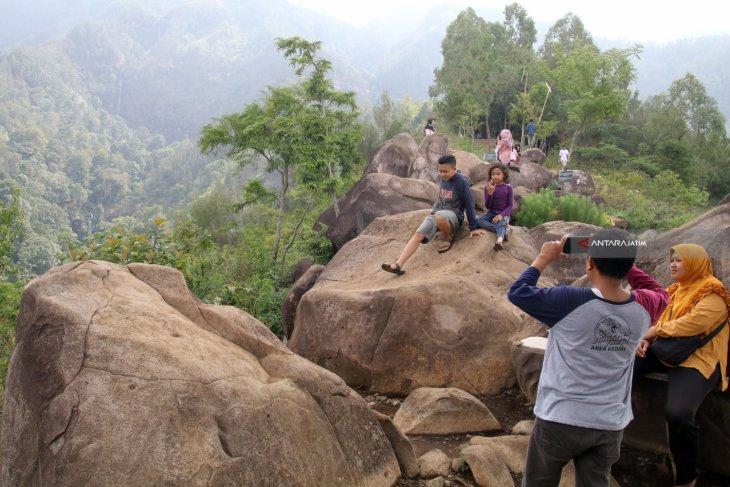 Wisata Bukit Watu Lawang