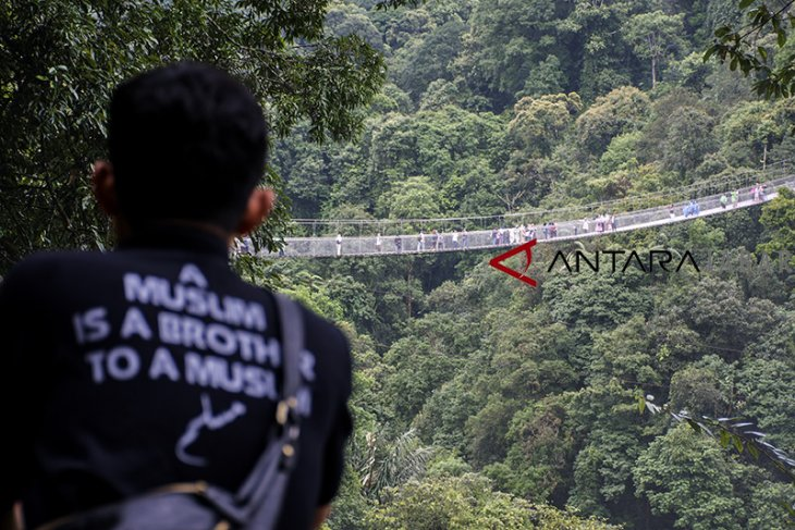 Wisata jembatan gantung Situ Gunung