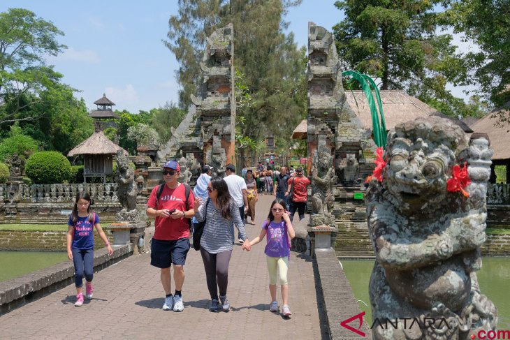 Indonesia aims to attract 3.5 million Chinese tourists next year
