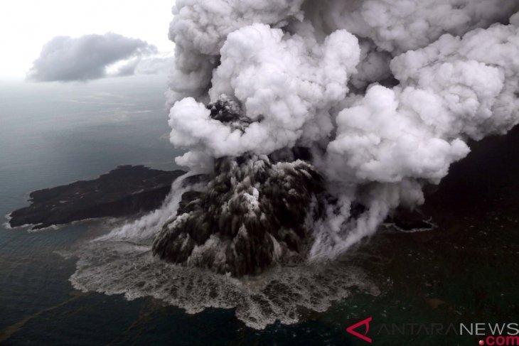 Menurun, Gunung Anak Krakatau masih aktif