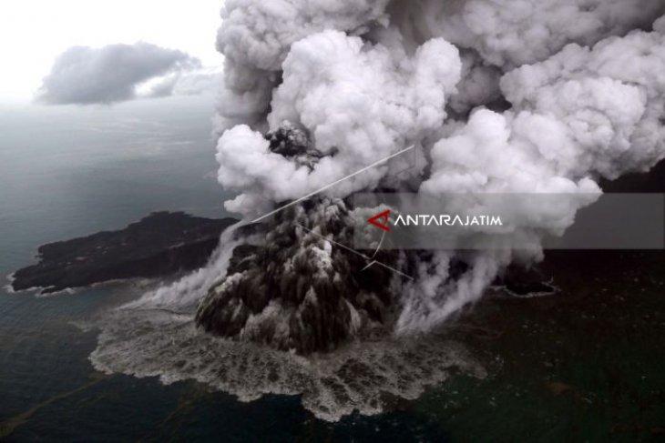 Anak Krakatau Meletus Ratusan Kali